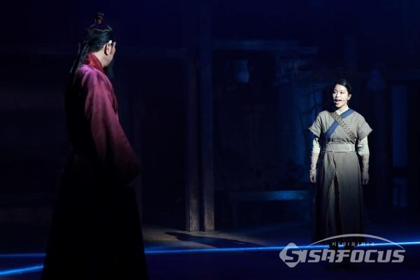 배우 김수하와 최민철이 시연을 하고 있다. [사진 / 오훈 기자]